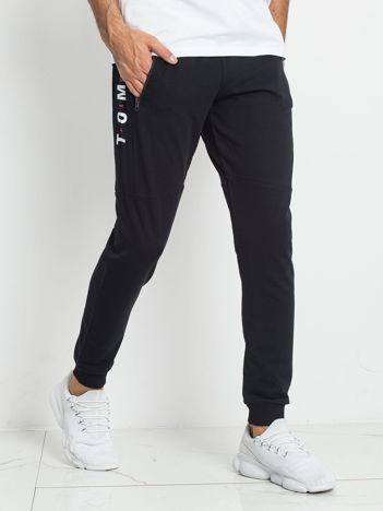 TOMMY LIFE Granatowe dresowe spodnie męskie