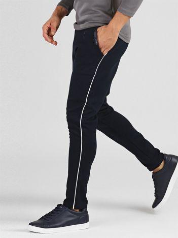 TOMMY LIFE Męskie spodnie dresowe granatowe