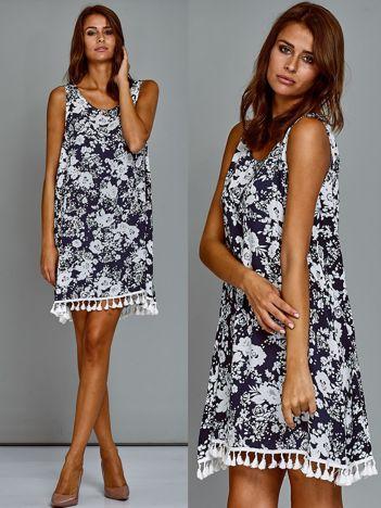 Trapezowa bawełniana sukienka letnia w kwiaty ciemnoniebieska