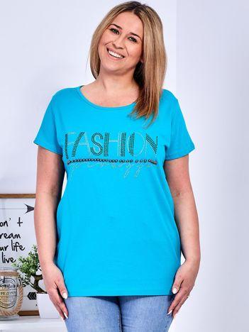 Turkusowy t-shirt z napisem z perełek PLUS SIZE