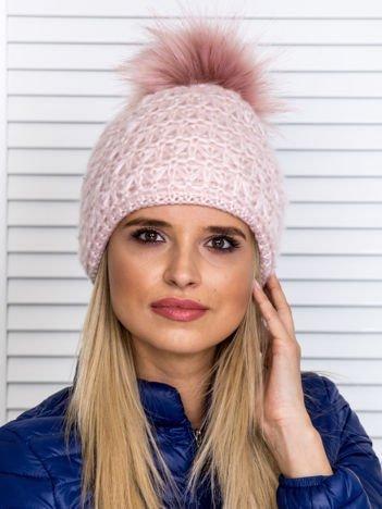 Włóczkowa czapka z pomponem i dodatkiem wełny jasnoróżowa