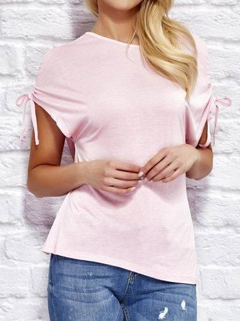 YUPS Różowy t-shirt z wycięciami na rękawach