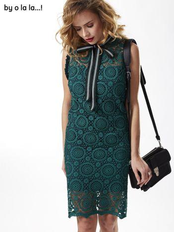 Zielona koronkowa sukienka z wiązaniem tricolor BY O LA LA