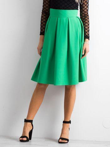 Zielona spódnica midi z kontrafałdami