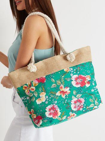 Zielona torba z kwiatowym nadrukiem