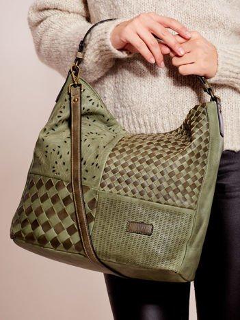Zielona torba z motywem plecionki