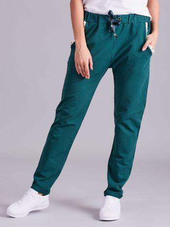 Zielone spodnie dresowe z aplikacją