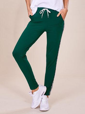 Zielone spodnie dresowe z lampasami