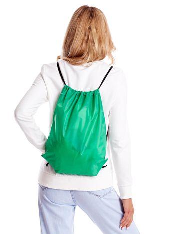 Zielony materiałowy plecak worek
