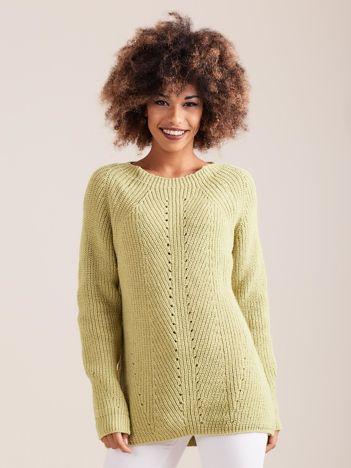 Zielony sweter dzianinowy
