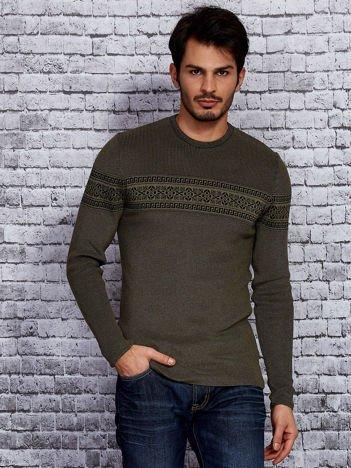 Zielony sweter męski z modułem w etniczne wzory