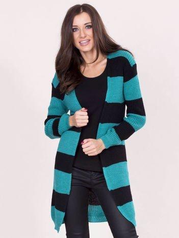 Zielony sweter w pasy