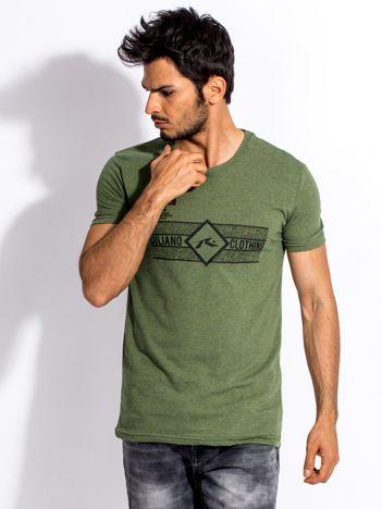 Zielony t-shirt męski z poziomym nadrukiem