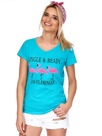 Zielony t-shirt z napisem i flamingami