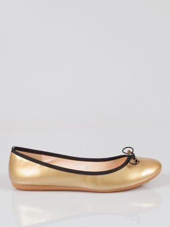Złote baletki faux leather Evy z czarną kokardką i lamówką