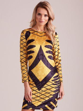 Żółta aksamitna sukienka we wzory