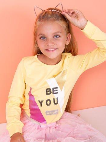 Żółta bluzka dla dziewczynki z geometrycznym nadrukiem i cekinami