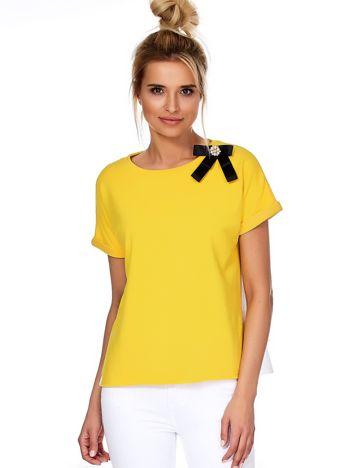 Żółta bluzka z przypinką i koszulowym tyłem