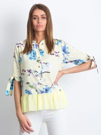 Żółta kwiatowa bluzka z falbaną