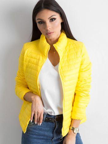 Żółta pikowana kurtka przejściowa