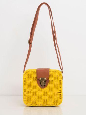 Żółta pleciona torebka