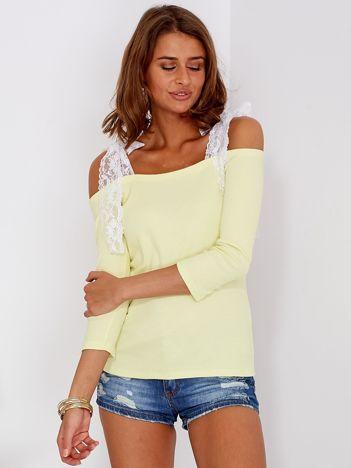 Żółta prążkowana bluzka z kokardami na ramionach