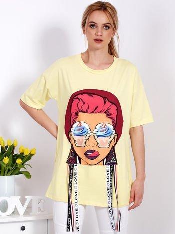 Żółta tunika z kolorową naszywką dziewczyny