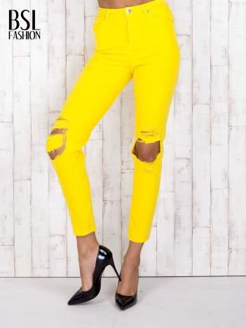 Żółte jeansowe spodnie z dziurami i kieszeniami