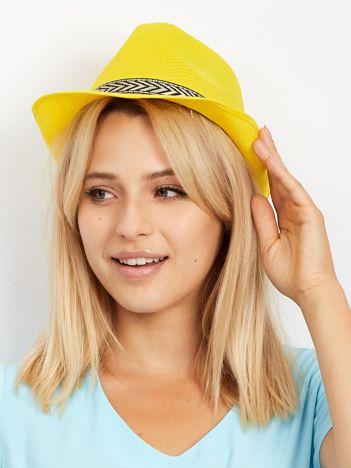 Żółty kapelusz gangsterski