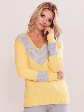 Żółty sweter z dekoltem w serek