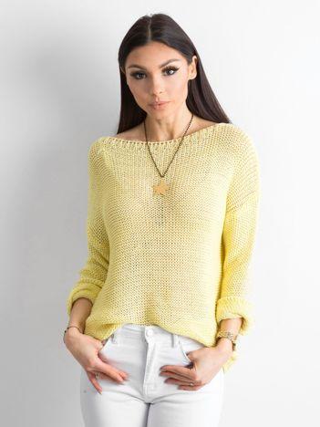 Żółty sweter z metaliczną nicią
