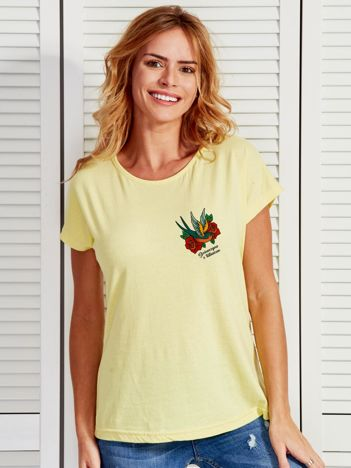 Żółty t-shirt damski z nadrukiem tatuażowym