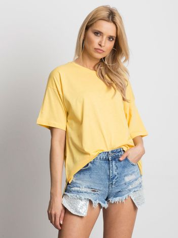 Żółty t-shirt o luźnym kroju