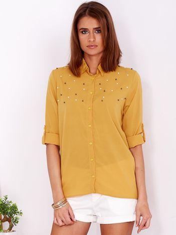 Zwiewna ciemnożółta koszula z perełkami na dekolcie