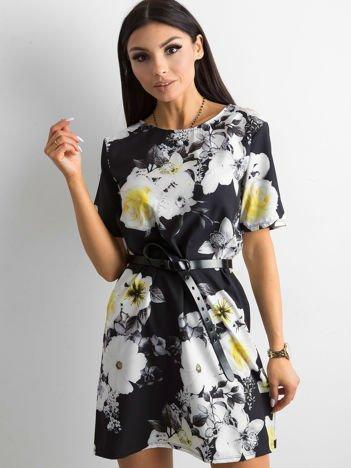 Zwiewna czarna sukienka w kwiaty