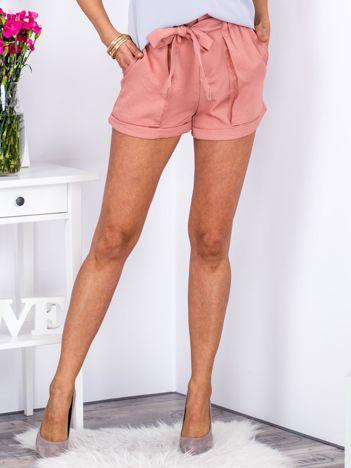 Zwiewne różowe szorty z wiązaniem