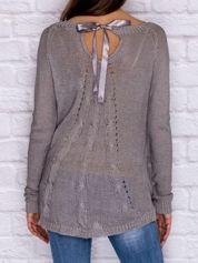 Ażurowy sweter ze wstążką szary
