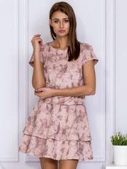Beżowa sukienka w malarski deseń z falbanami