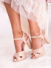Beżowe sandały na wysokich, szerokich obcasach zapinane w kostkach
