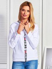 Biała bluza z graficznym wykończeniem