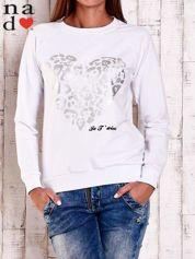 Biała bluza z nadrukiem serca i napisem JE T'AIME