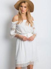 Biała sukienka Deciding