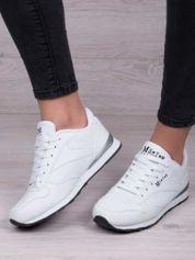 Białe lekkie buty sportowe faux leather Progress na piankowej podeszwie z napisem z boku
