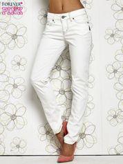 Białe materiałowe proste spodnie