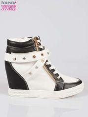 Butik Białe sneakersy z dżetami i suwakiem