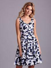 Biało-niebieska sukienka rozkloszowana