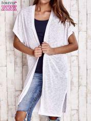 Biały długi sweter z krótkim rękawem
