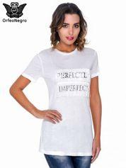 Biały t-shirt z frędzlami i napisem PERFECT IMPERFECT