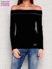 Bluzka w prążek ze ściągaczem przy dekolcie czarna