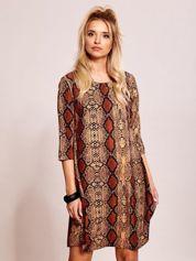 Brązowa luźna sukienka z motywem skóry węża